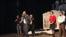 Adranos Palto oyununu sergiledi