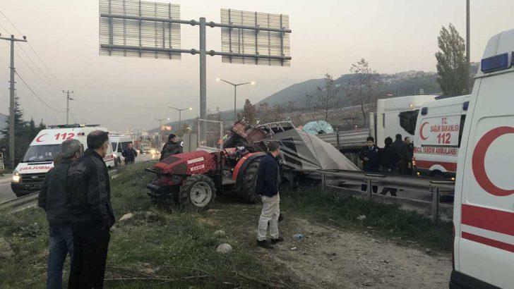 Traktör Yan Refüje Çarptı 6 Yaralı