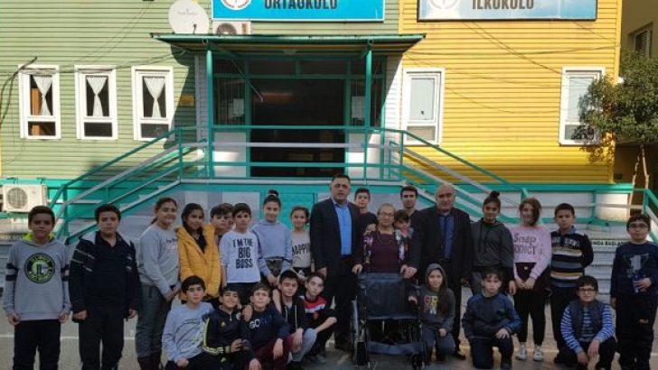 Emine Öğretmenden Gazi İlköğretime Tekerlekli Sandalye
