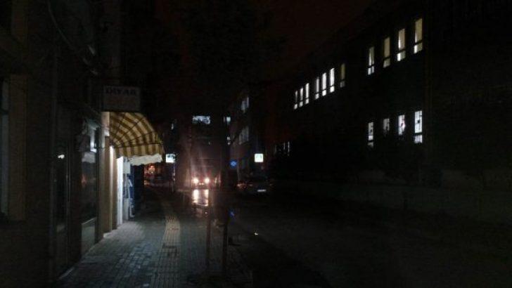 Okul Yolu Karanlık!