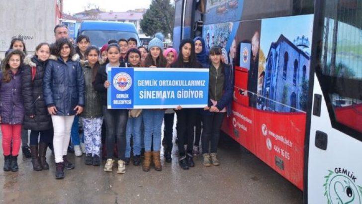 Ortaokul Öğrencileri Sinemada